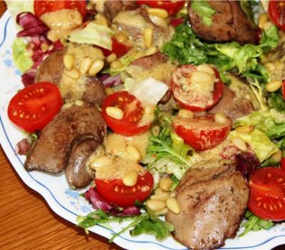 1422103136_salat-iz-kurinoy-pecheni-s-gribamy-1